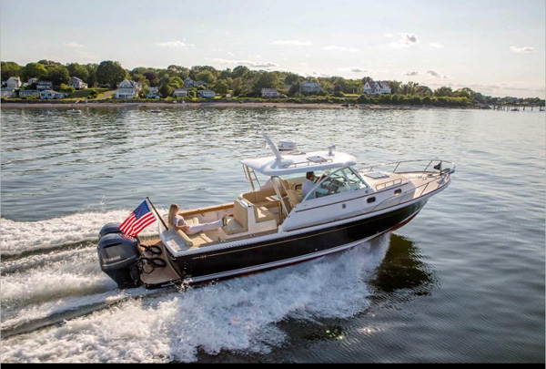 The Surfhunter 29 fits various boating lifestyles: with express, convertible or hardtop coupe options.
